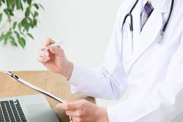 脱毛クリニックには医師が常駐、脱毛エステには医師はいません
